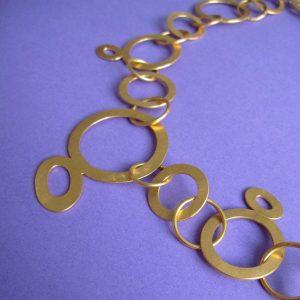 Modische Gold Kette mit großen Ringen