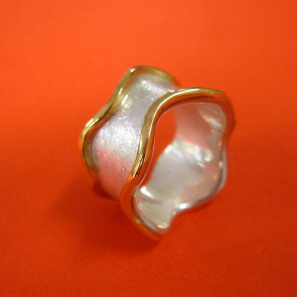 Silber Ring mit Wellenform und Gold Rand