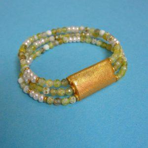 Zartes 3-fach Armband mit Achat und weißen Perlen