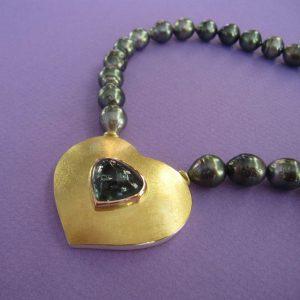 Wertvolles Collier mit Tahiti Perlen und Turmalin Herz Anhänger