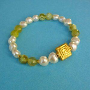 Barockes Perlen Armband mit grünem Achat und vergoldetem Mäander Ornament