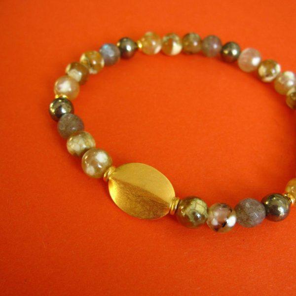Braunes Herbst Achat Armband mit ovalem vergoldetem Ornament und mit bunten Achat und Labradortit