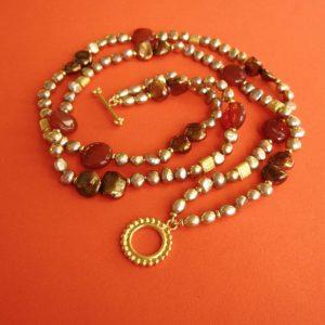 Herbstliches Doppelcollier mit Perlen und Karneolen