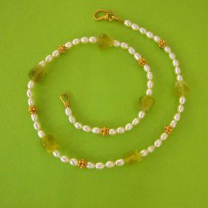 Jadetulpen Collier mit Perlen
