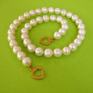 Weisse Perlenkette mit Herz-Verschluß
