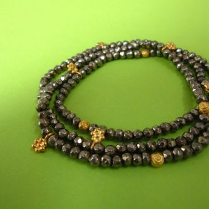 Pyrit Armkette mit goldenen Blüten