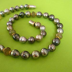 Hochwertiges, silbergraues Tahiti Perlen Collier mit Bajonett-Verschluß