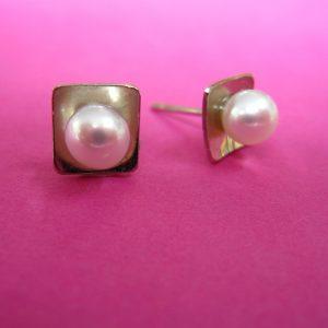 750er Weißgold Stecker mit Perle und quadratischer Weißgold Form