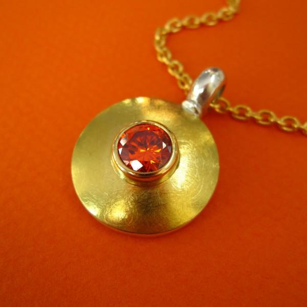 Runder Anhänger, Silber, Gold, roter Zirkonia Stein