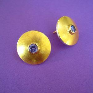 Runde Ohrstecker mit flieder Zirkonia Stein, 900 Gold und Silber