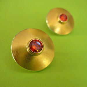 Runder Ohrstecker Roter synthetischer Stein, 900 Gold und Silber