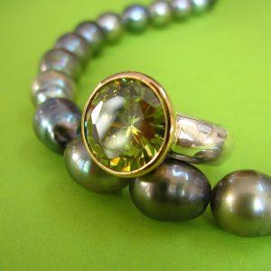 Sterling Silberring mit Zirkonia, grüner synthetischer Stein, 750 Gold Fassung