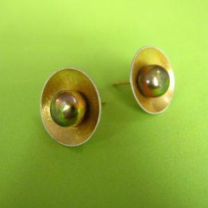 Runde Ohrstecker grüne Perlen Silber Gold Detail