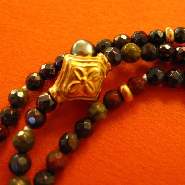 Obsidian-Armkette mit zarten Ornamenten Detail