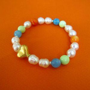 Buntes Sommer Armband mit weißen Perlen, Aquamarin und Zitronen-Chysopras