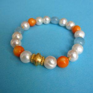 Perlenarmband mit Koralle, Aquamarin