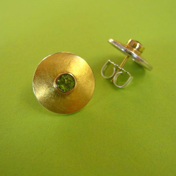 Runde Peridot Ohrstecker 900 Gold und 925 Sterling Silber Detail