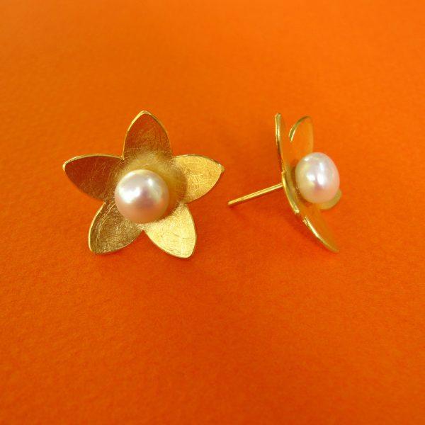 Blütenstern Ohrschmuck mit Perle, Silber vergoldet