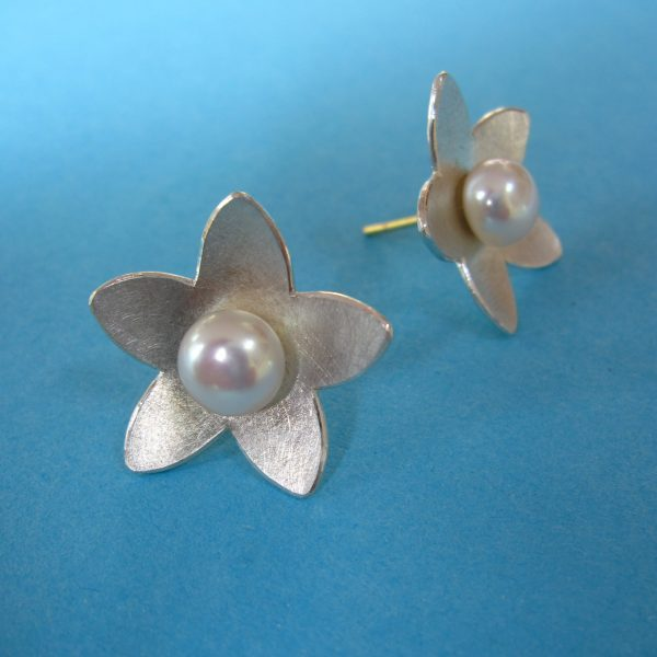 Blütenstern 925 Sterling Silberstecker mit Perle - Detail