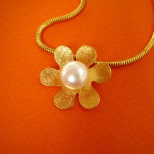 Blumen Anhänger mit Perle Silber vergoldet