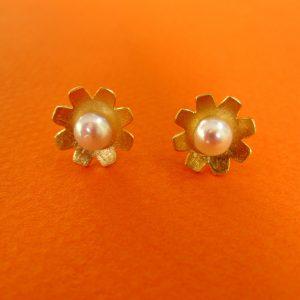 Zarte Blüten Ohrstecker mit Perle, Silber vergoldet