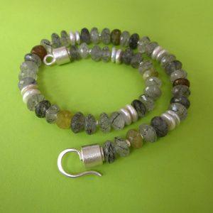 Turmalinquarz Collier grüner Granat und Perlen