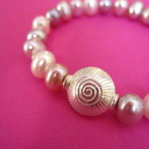 Rosa Perlen Armband mit Silber Spirale