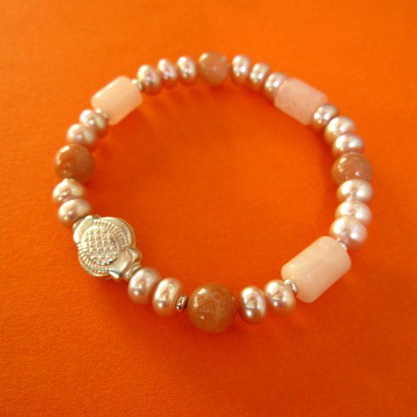 Armband mit rosa Perlen und Rosenquarz
