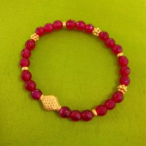 Bordeuax Quarz Stretch Armband mit vergoldeten Ornamenten