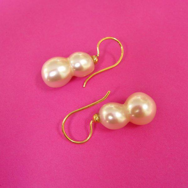 Elegante weiße Zwillingsperlen Ohrhänger mit 750 Goldbügel