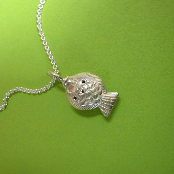 Kleiner Fischanhänger, Flunder in Silber