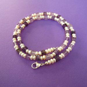 Perlen Kette mit Amethyst Würfel und silbernem Karabiner Verschluss