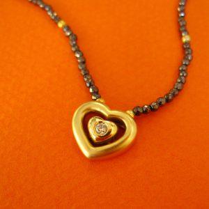 750 Gold Herz mit Diamant und zarter Hämatit-Steinkette