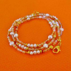 Armkette mit hellem Karneol, Perlen und Ornamenten