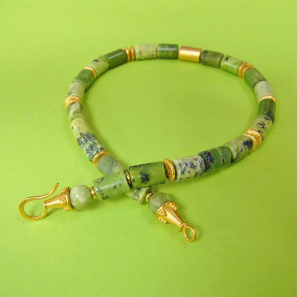 Edles Serpentin Collier mit vergoldeter Walze