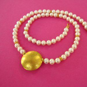 Perlencollier mit rundem Linsenförmigen Anhänger